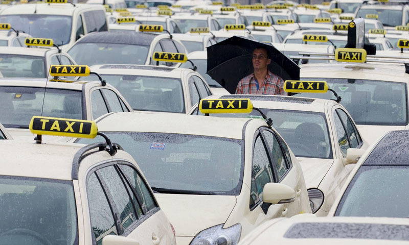 Larang Sopir Taksi Online Pakai Sandal dan Bau Badan