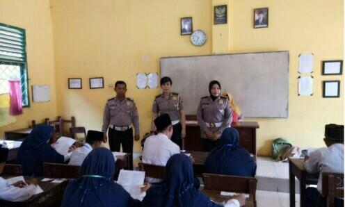Polisi ke Sekolah, 30 Siswa/i MTS Ikut Binlu Keselamatan Berlalu Lintas