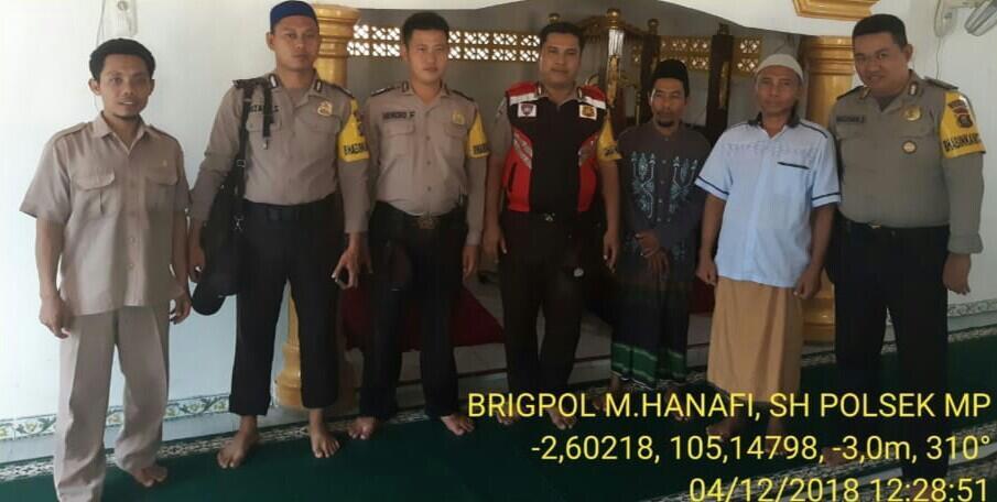 Bhabinkamtibmas Polsek Muara Padang Safari Zhuhur Berjamaah di Masjid An Nur