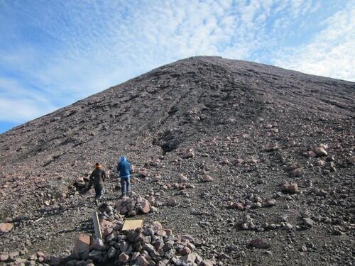 Pendaki Gunung Kerinci Wajib Bawa Sampah Turun, Jika Tidak KTP Ditahan