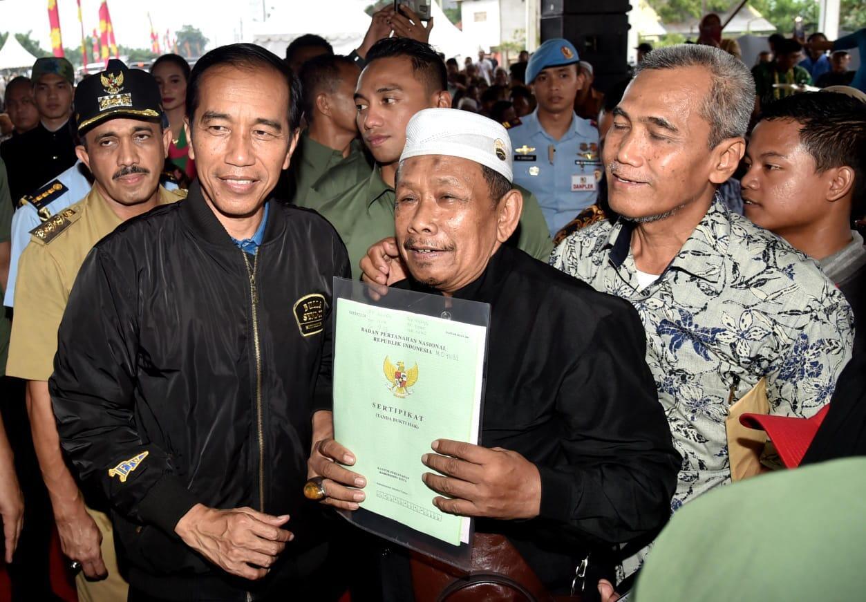 Presiden Serahkan 5.000 Sertifikat Hak Atas Tanah di Jakarta Timur