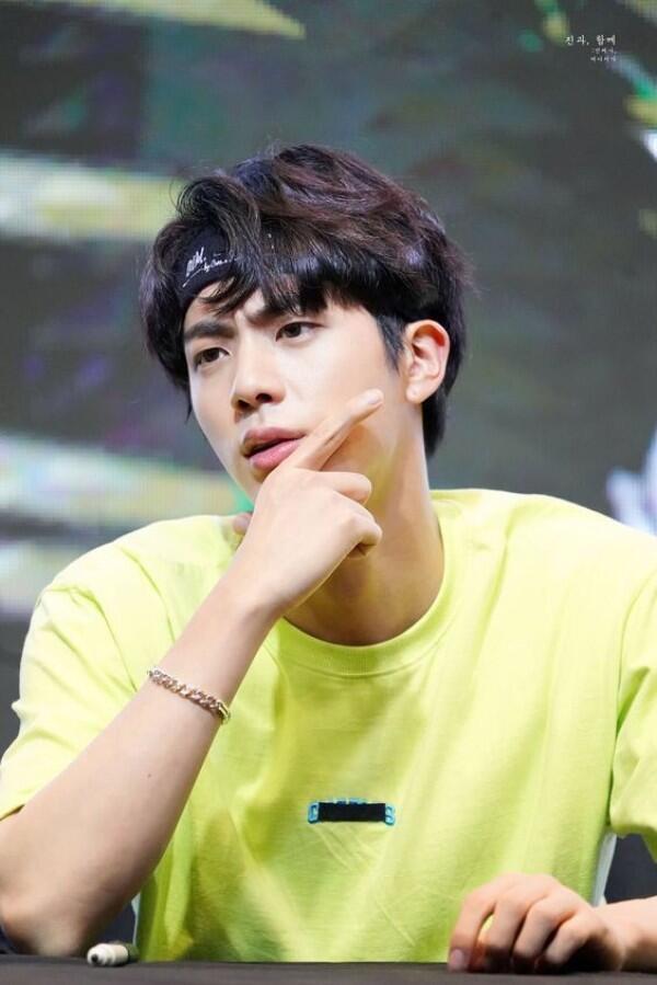 Ulang Tahun ke-26, Ini 7 Fakta Jin BTS yang Bikin Kamu Makin Sayang