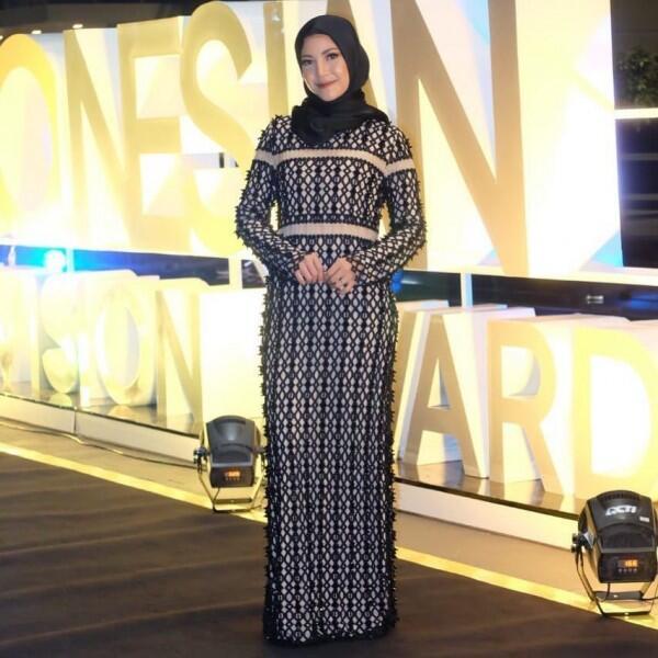 10 Inspirasi Fashion Hijab Elegan ala Ratna Galih, Gampang Disontek!