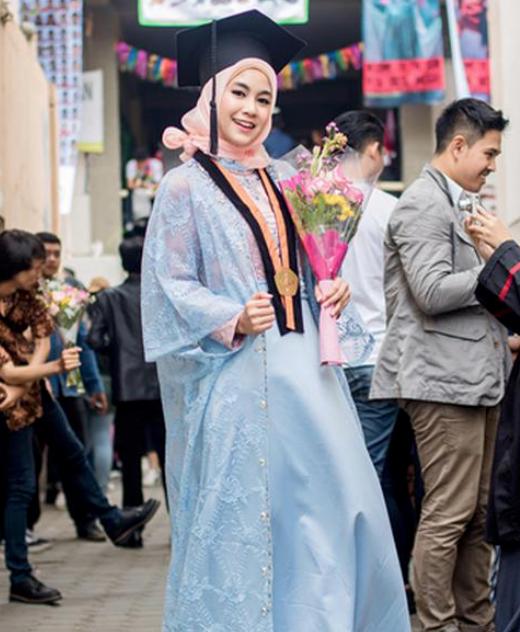 Tips Fesyen Hijab untuk Wisuda