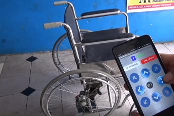 Warga Mojokerto Berhasil Membuat Kursi Roda Yang Dikendalikan Dengan Smartphone Gan!