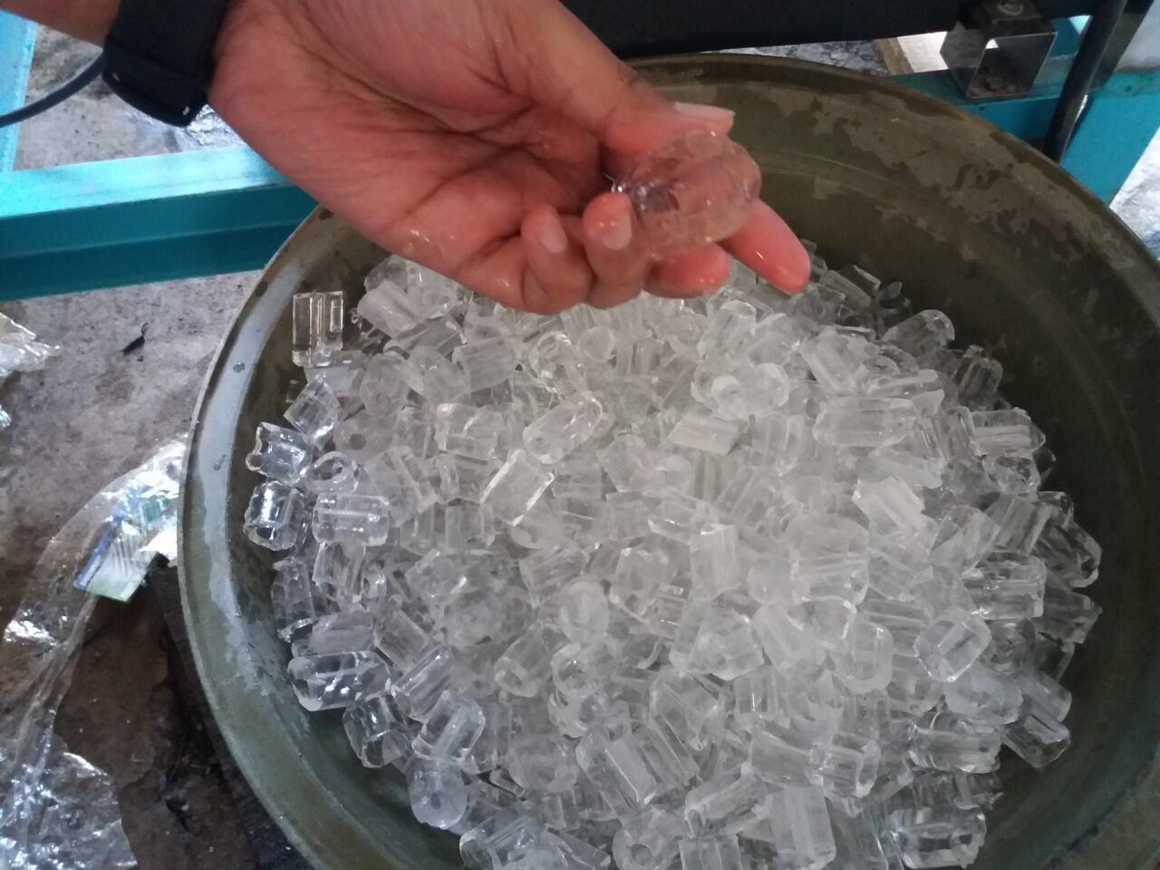 Bisnis Es Tube Batu Kristal Yang lagi ngetren