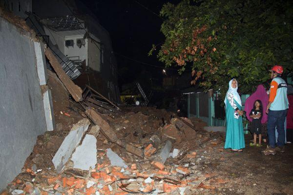 Anies Akui Kesulitan Pindahkan Warga dari Lokasi Rawan Longsor