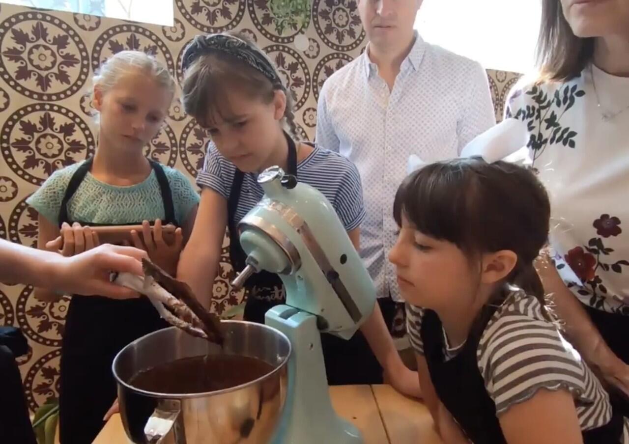 Ikut Kelas Membuat Macaron di Paris