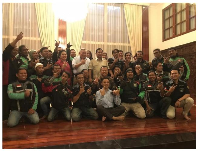 Ojek Online Curhat ke Prabowo: Sudah Satu Meja Sama Pak Jokowi Tak Ada Hasil