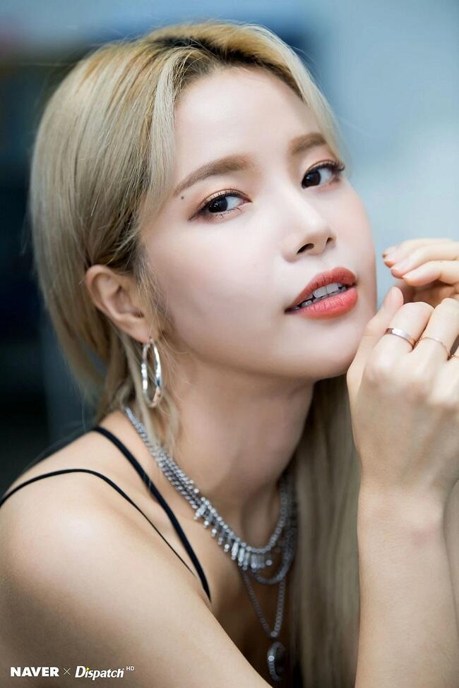 TOP 7 Idol K-Pop Cantik dengan Rambut Blonde di Tahun 2018