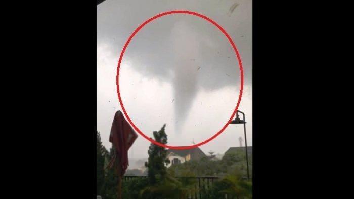 Angin Puting Beliung yang Menyapu Kota Bogor pada Kamis Sore Rusak 848 Rumah