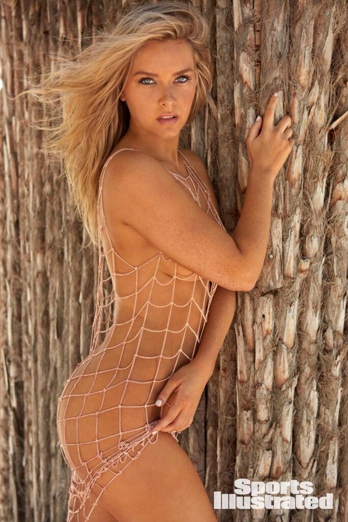 Camille Kostek, Cheerleader Plus Model Buat Sports Illustrated