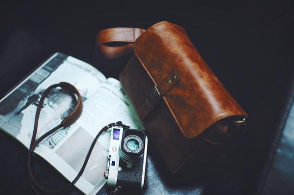 Trik Hempaskan Kotoran pada Tas Berbahan Kulit dan Suede
