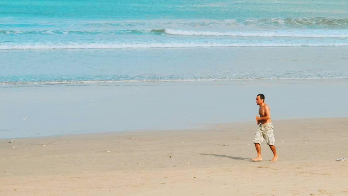 Pantai Kuta Biasanya Ramai, Pernah Ngerasain Pas Sepi Nggak?