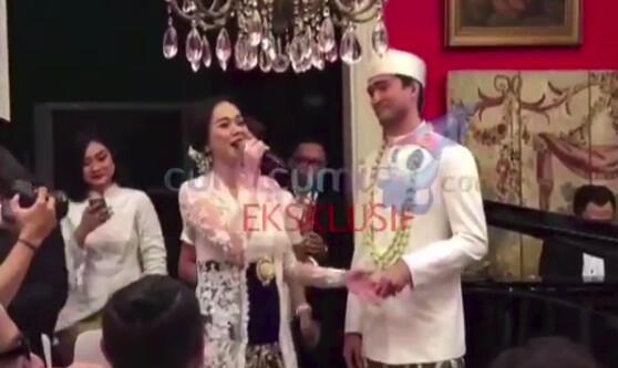 Diam-diam Aura Kasih Menikah dengan Bule! | KASKUS