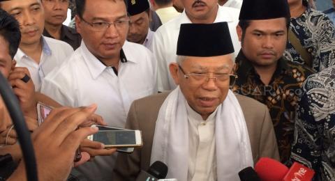 Ma'ruf Amin Jenguk Ustadz Arifin Ilham di RSCM Kencana