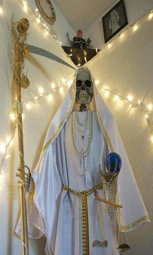 SANTA MUERTE, Santa Kematian yang bukan Santa.