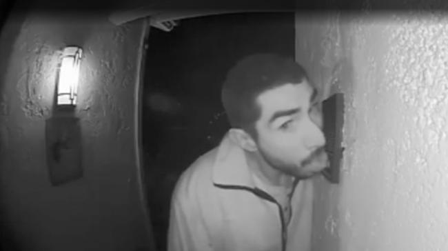 Pria di AS Ditangkap Polisi karena Jilati Bel Rumah Orang