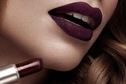 Mencari Lipstick yang Cocok dengan Warna Kulitmu? Simak Tips Ini Sis!