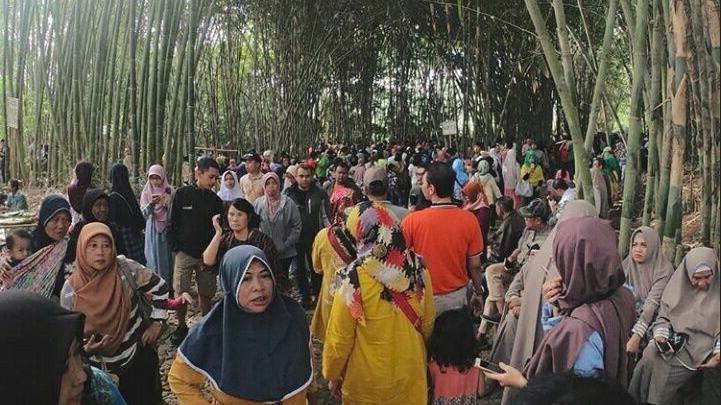 Jalan-Jalan Ke Pasar Papringan, Tak Ada Plastik, Semua Pakai Bambu
