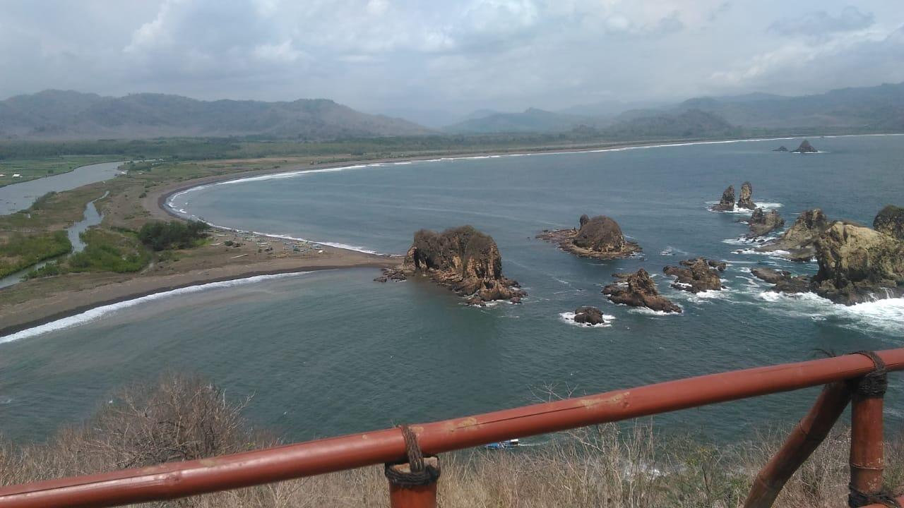 Teluk Love Salah Satu Objek Wisata Murah Di Jember Yang Tidak Akan