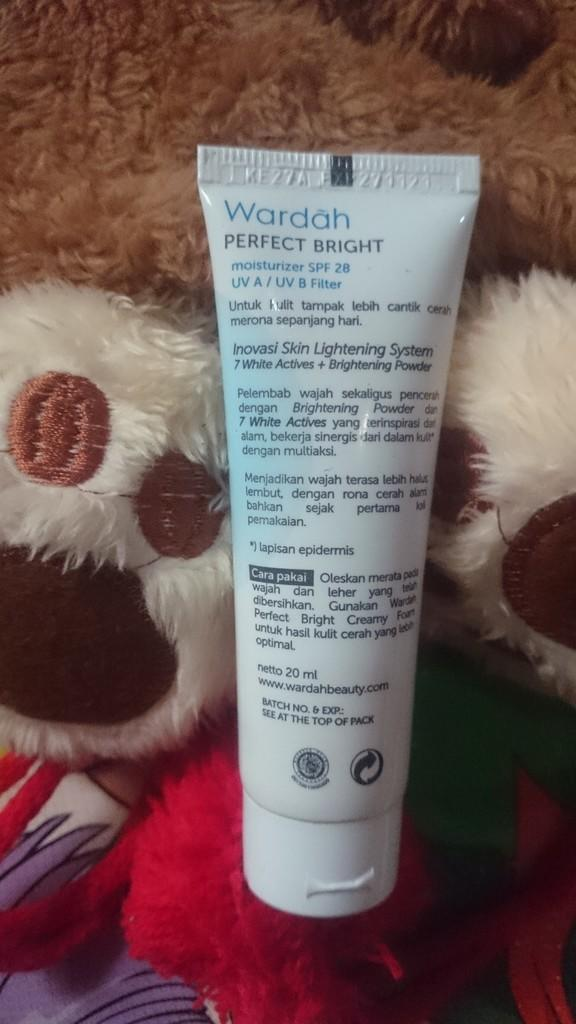 Review Wardah C-Defense Creamy Wash