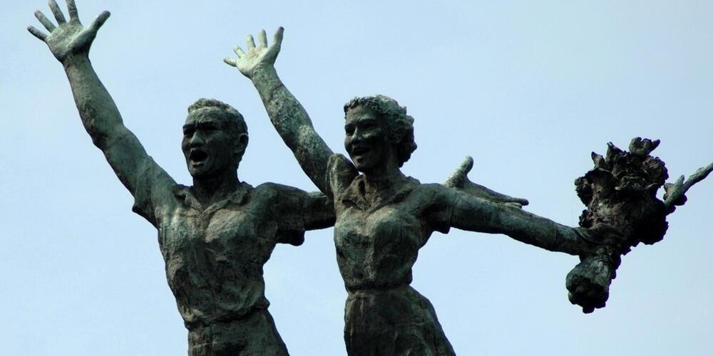 Keren Banget! Makna Dibalik Patung-Patung di Indonesia