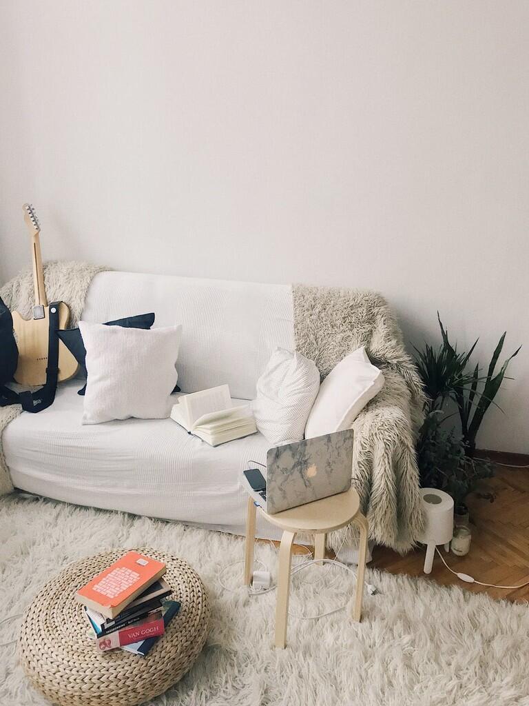 Ciptakan Bahagia dengan Bikin Kamar Kosan Lo Lebih Wangi