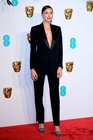 Indahnya Busana Selebriti di British Academy of Film and Television Arts Awards 2019!