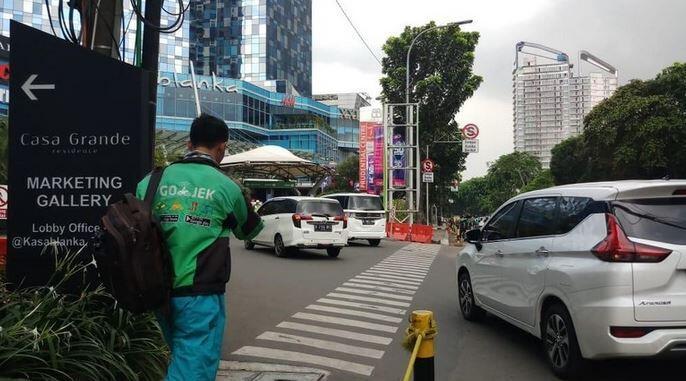 Tak Terima Ditegur Sekuriti, Puluhan Driver Ojol Geruduk Mal Kokas