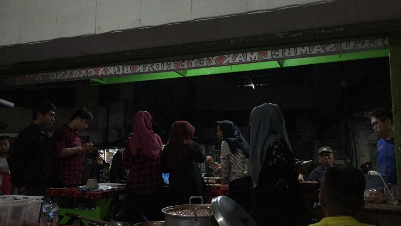 Mak Yeye, Penyetan Fenomenal yang Ada di Kota Surabaya