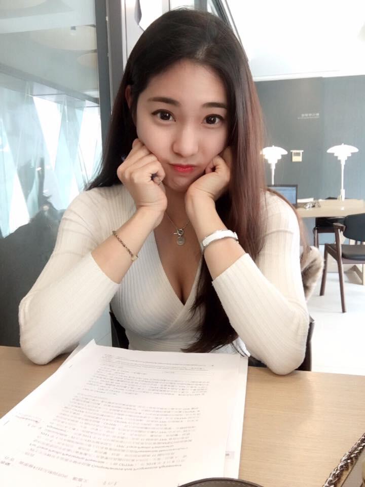 Jhia Wen,Guru Paling 'HOT' Dan Mahasiswi Pintar Yang Bikin Para Murid Semangat!