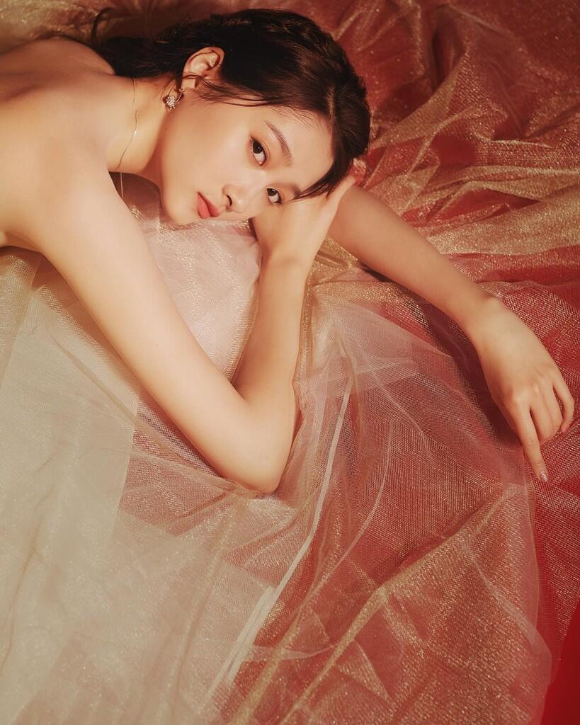Cantiknya Kebangetan! Inilah Deretan Foto Guan Xiantong yang Bikin Meleleh