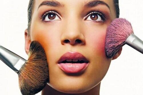Rahasia Makeup Sederhanamu Terletak Pada Pipi dan Bibir Sis!