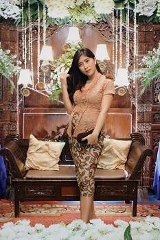 Hamil? Tak Usah Bingung Model Kebaya Sis!