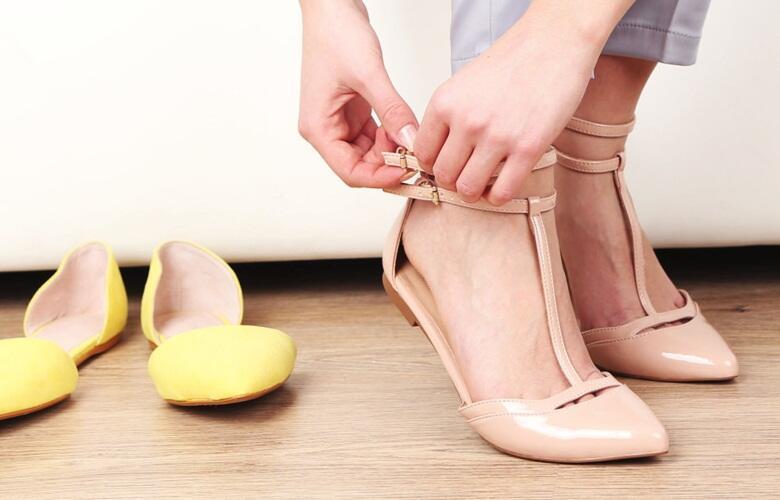 Cegah Bau Sepatu dengan Cara Ini, Untuk Agan yang Malas Pakai Kaus Kaki!