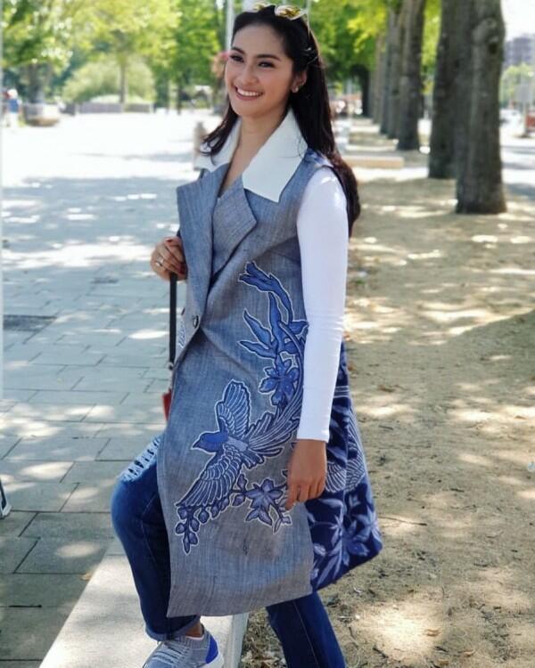 10 Model Baju Batik Terbaru Yang Bakal Jadi Tren Buat Millennials
