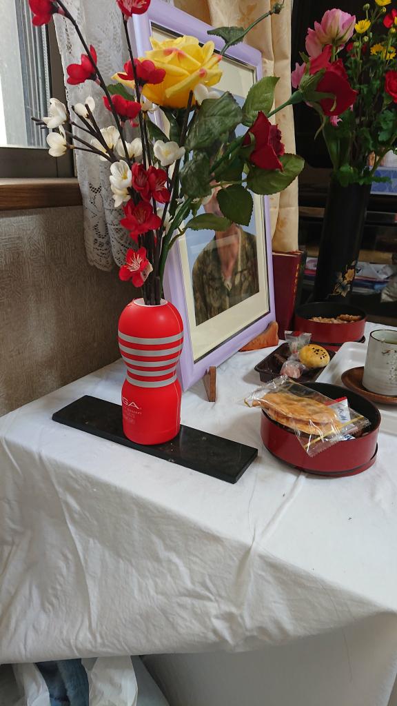 Kalau saja kakek ini kakek Sugiono, tidak akan kejadian alat gituan jadi vas bunga