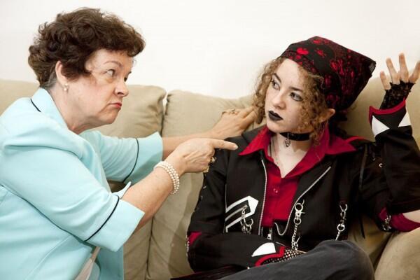 Sering Gak Disadari, 8 Kelakuan Ini Ternyata Bikin Orangtua Sakit Hati