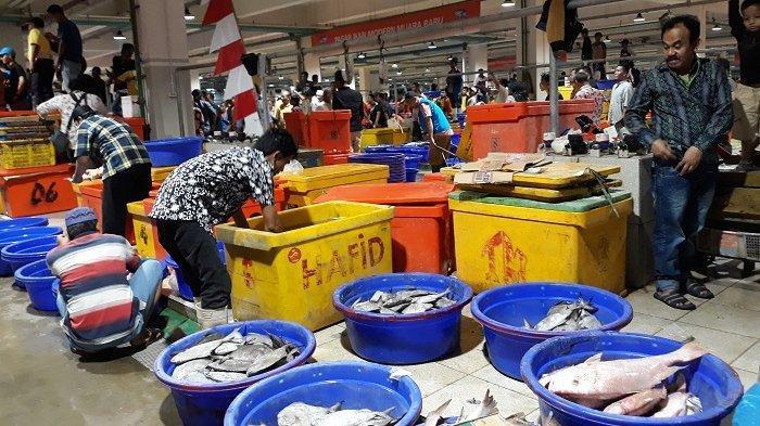 Borong di PIM Muara Baru, Jokowi : Sebulan ke Depan Saya Hanya Makan Ikan dan Kerang