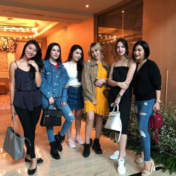 Ngehost Bareng, 10 Potret Mama Hits Nia Ramadhani & Jessica Iskandar