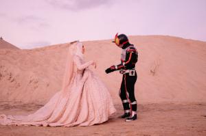Gimana Rasanya Kalo Pernikahan Lo Ada Unsur Superhero-nya?