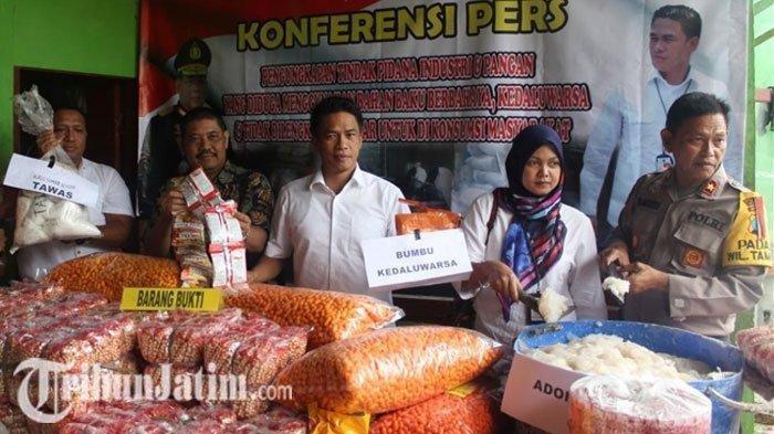 Industri Makanan Ringan Mengandung Tawas dan Bumbu Kedaluwarsa di Sidoarjo Digerebek