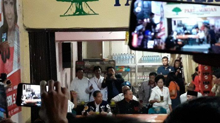 Seruput Kopi Robusta Asli Balige, Jokowi: Mantap Betul, Cuma Rp 7 ribu