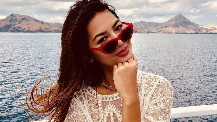 Maria Selena Terciduk Dekat dengan Seorang Pilot Keturunan Prancis-Polinesia