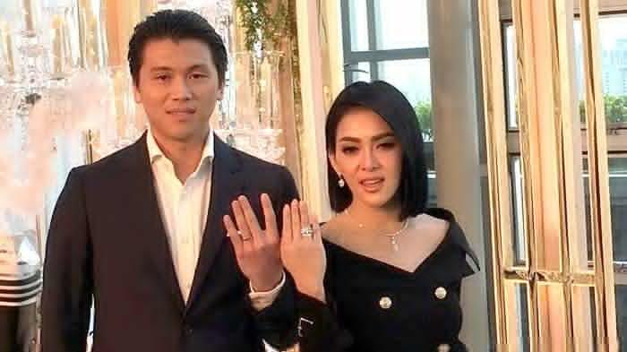 Sifat Asli Reino Barack Diungkap Sang Istri, Syahrini