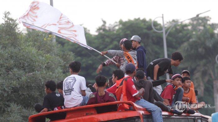 Bus The Jak Mania Terguling di Tol Cipali saat Awayday ke Sleman