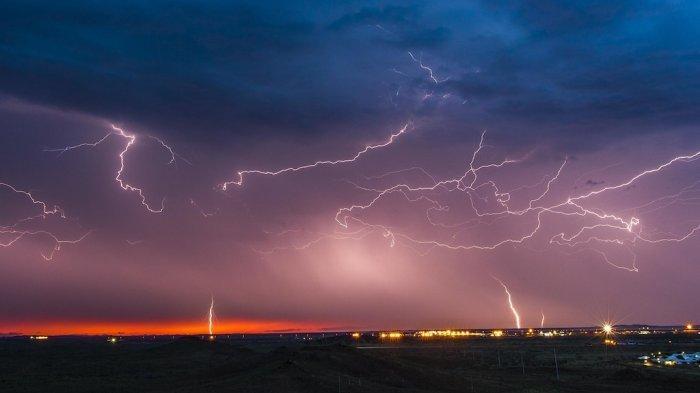Peringatan Dini BMKG - Daftar Wilayah Berpotensi Cuaca Ekstrem Hari Ini 15 Maret 2019