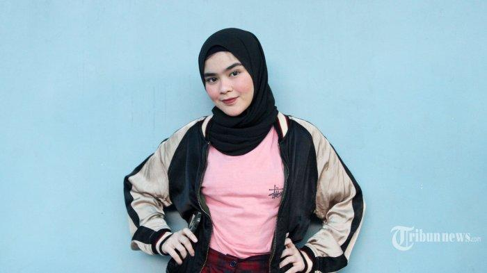 Cerita Sivia Azizah Bergaya Sporty yang Berawal dari Hobi Koleksi Sneaker