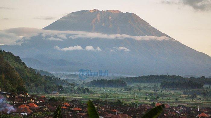 Gunung Agung Kembali Erupsi, Semburan Abu Vulkanik Capai 1.000 Meter